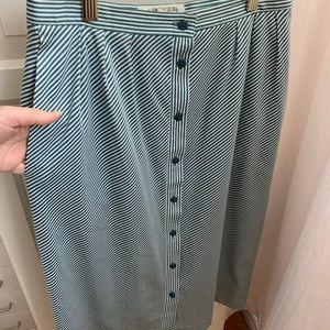 Dresses & Skirts - Vintage cotton midi skirt w/pockets